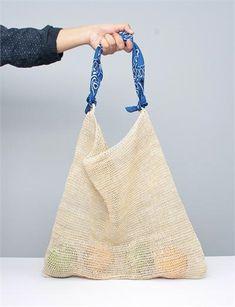 A Detacher Chambira Bag - Natural/ Blue Scarf Lv Bags, Purses And Bags, Diy Accessoires, Net Bag, Ideias Diy, Diy For Men, Shopper Bag, Knitted Bags, Handmade Bags