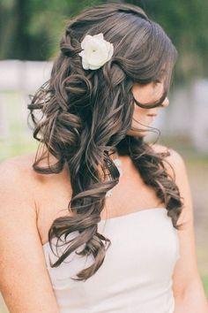 coiffure-mariage-2015-cheveux-lâchés-bouclés-tresse-fleur