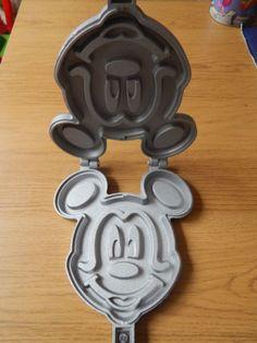 Disney-mickey-mouse-waffle-iron-Pancake-maker-NEW-IN-BOX