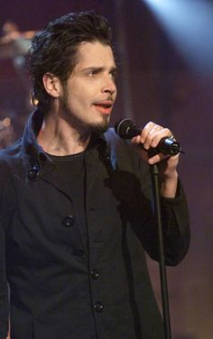 Musical guest Chris Cornell performs on January 2000 -- Chris Cornell Live, Temple Of The Dog, Smiling Man, Alice In Chains, Eddie Vedder, Most Beautiful Man, American Singers, Rock Bands, Sexy Men