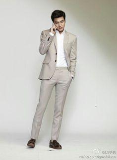 Lee Minho @ LG Park Shin Hye, Dance Sing, New Actors, Casual Suit, Boys Over Flowers, Male Poses, Pretty Men, Kpop Fashion, Lee Min Ho