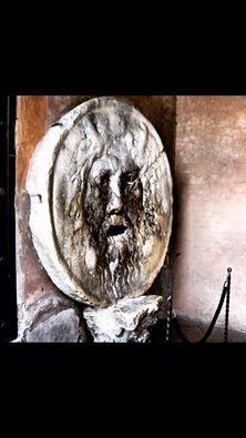 """Dal 1485 """"La Bocca della verità"""" è costantemente menzionata tra le curiosità romane. Chi vuole provare a mettere la mano al suo interno? - Since 1485 """"The Mouth of Truth"""" is constantly mentioned as one of Rome's most popular curiosities. Do you dare give it try?"""