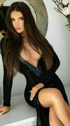 lady sensual with exepmplar eyes charme so fantastic Brunette Beauty, Hot Brunette, Hair Beauty, Sexy Outfits, Sexy Dresses, Pernas Sexy, Looks Pinterest, Actrices Sexy, Femmes Les Plus Sexy
