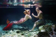 This Guy's Underwater Proposal Is Basically A Disney Dream C.- This Guy's Underwater Proposal Is Basically A Disney Dream Come True What? How inventive, how romantic! This man& proposal will make your inner Disney princess jealous. Disney Engagement Rings, Engagement Pictures, Engagement Ideas, Underwater Photos, Underwater Photography, Film Photography, Street Photography, Landscape Photography, Fashion Photography