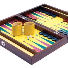 Merba32 Sarı Tavla | ArtMan Design  Hayat enerjisini oyuna yansıtmak isteyenler için...  Tutkulu renklere bürünen Merba32 Serisi, hayata bakışıyla farkını ortaya koyanlara özel tasarlandı.   • Deri Dış Yüzey  • Masif Ahşap Çerçeve (Merbau Ağacı)  • Deri Oyun Alanı  • 16 + 16 Adet Pul  • 2 Çift Zar ve Vido Zarı  • 1 Çift Deri Kup  • Taşıma Kılıfı ve Pul Kesesi   Tasarımcı : Servet Yazıcı  Boyutlar : 26.5 x 42 x 7.5 cm