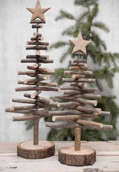 Alternative wood Christmas tree with a lovely star on top. It's a great rustic decor for a modern farmhouse! You can find other great Christmas decor pins on ItalianArtDeco! decorations christmas DIY de Noël - PLANETE DECO a homes world Twig Christmas Tree, Noel Christmas, Christmas Ornaments, Vintage Christmas, Christmas Design, Classy Christmas, Natural Christmas, Xmas Trees, Christmas Quotes