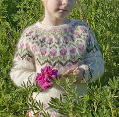 "Rosa is a cosy Icelandic sweater (""lopapeysa""). It is knit in the round from the bottom up."