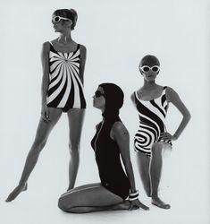 Op Art-bathing suits F. Gundlach Hamburg 1966 in: Film und Frau Modeheft F/S 1966 60s And 70s Fashion, Mod Fashion, Fashion Art, Vintage Fashion, Sporty Fashion, Fashion Women, Op Art, Vintage Swim, Mode Vintage