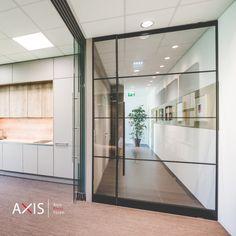 Eine Pivot Tür von Axis ist ein elegantes Designelement in jedem Raum. Durch die verschiedenen Größen und Designs fügt sie sich perfekt in das Gesamtbild ein. Designs, Divider, Furniture, Home Decor, Contemporary Design, Decoration Home, Room Decor, Home Furnishings, Home Interior Design