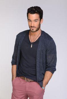 Aaron Diaz es Santiago Cano - yes. Aaron Diaz, Santa Diabla, Gorgeous Men, Beautiful People, Latino Actors, Models, Hollywood Actor, Fun To Be One, Cute Guys