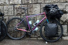 Es setup with two light panniers in the front and a stuff sac on the porteur rack.