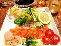イタリアンドレッシングのアレンジでサーモンとホタテのカルパッチョ Carpaccio of salmon and scallop Fresh Rolls, Salmon, Seafood, Cooking, Ethnic Recipes, Baking Center, Sea Food, Koken, Atlantic Salmon