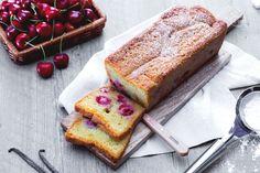 Il plum cake alle ciliegie è un dolce morbido e semplice, ottimo per la prima colazione, uno spuntino o per la merenda.