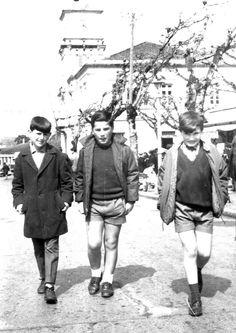 juventud de paseo #carballo #acoruña #fotoantigua #fotohistorica Slide, Che Guevara, Old Photography, Youth, Walks, Fotografia, Pictures
