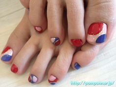Round design is very impressive foot nail
