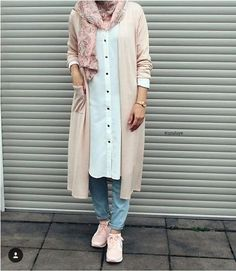 Pastel colors: here& how to wear them - SoSab - Modest Fashion - Find all possible combinations with pastel looks. Hijab Fashion Summer, Modern Hijab Fashion, Frock Fashion, Street Hijab Fashion, Hijab Fashion Inspiration, Muslim Fashion, Modest Fashion, Fashion Mode, Casual Hijab Outfit