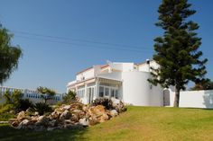This property has plenty of lawn space, ideal for the kids to play on. Carvoeiro