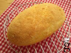 En las fotos finales podéis ver como ha quedado este pan las 3 veces que lo hice: en panificadora, olla de hierro y panera de Lékué. La primera vez lo hice en la panificadora, como es de cub… Dairy Free, Gluten Free, Pan Dulce, Food N, Sans Gluten, Naan, Cornbread, Bread Recipes, Ethnic Recipes