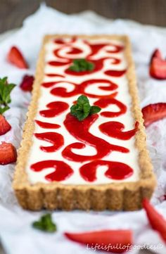 Panna-Cotta-Tarte mit Erdbeeren food desserts cake recipes Panna Cotta Tarte mit Erdbeere - Life Is Full Of Goodies Panna Cotta, Goody Recipe, Cookie Recipes, Snack Recipes, Pumpkin Spice Cupcakes, Fall Desserts, Ice Cream Recipes, Food Cakes, Cake Cookies