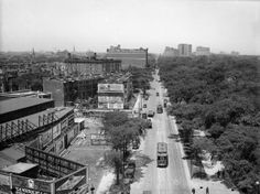 Looking north on Clark at Wells and Lincoln, 1925, Chicago. Old town on the west side, Lincoln park on the east.