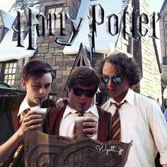 ) - They went to Universal Orlando Resort last year. (But another day😅) It's a wonderful place. Downtown Disney, Orlando Disney, Es Pennywise, It Movie 2017 Cast, It The Clown Movie, Im A Loser, Harry Potter, Cast Stranger Things, Movies Showing