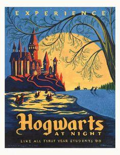 Hogwarts at night poster. Bemerk de sterke kleuren combinaties en de decentrale plaatsing van de objecten op de foto die onmiddellijk de aandacht trekken