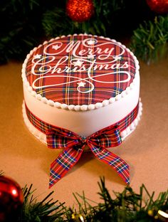 Royal Stewart Tartan on top of Cake . Merry Christmas Cake by Sucre Coeur - Eats & Ink, Merry Christmas, Tartan Christmas, Christmas Sweets, Christmas Goodies, Christmas Baking, All Things Christmas, Christmas Holidays, Christmas Decorations, Christmas Cakes