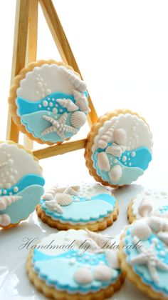cupcakes and cookies and cakes oh my Summer Cookies, Fancy Cookies, Iced Cookies, Cute Cookies, Cookies Et Biscuits, Fondant Cookies, Royal Icing Cookies, Cupcake Cookies, Cookies Decorados