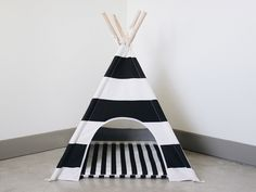 Dog Teepee with matching cushion and carry bag www.pipolli.com