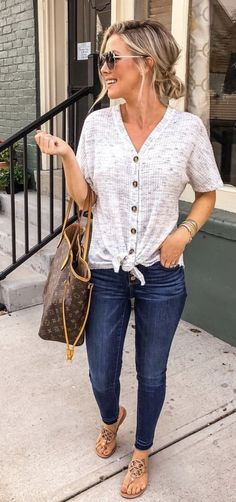 Loving this whole outfit, casual style! Fall Outfits, Cute Outfits, Fashion Outfits, Casual Summer Outfits With Jeans, Casual Summer Fashion, Summer Outfits For Vacation, Easy Mom Fashion, Casual Outfits For Moms, Beautiful Outfits
