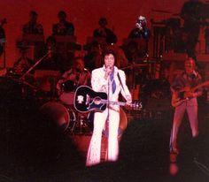 Elvis live at the Las Vegas Hilton in august 31 1973