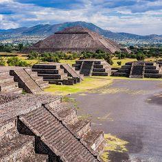 Mexico City: Favorite museums and historical sites Aztec Architecture, Aztec City, Mexico Tours, Living In Mexico, Local Tour, México City, Mexico Travel, Day Tours, Historical Sites