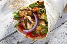 Recipe for Greek Grilled Chicken Gyros Greek Grilled Chicken, Greek Chicken Recipes, Greek Recipes, New Recipes, Favorite Recipes, Chicken Gyro Recipe, Chicken Gyros, Greek Gyros, Chicken Wraps