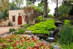 Tuscan style – Mediterranean Home Decor Pond Landscaping, Landscaping With Rocks, Chicago Landscape, Tuscan Style Homes, Garden Levels, Villa, Sloped Garden, Italian Garden, Tuscan Decorating