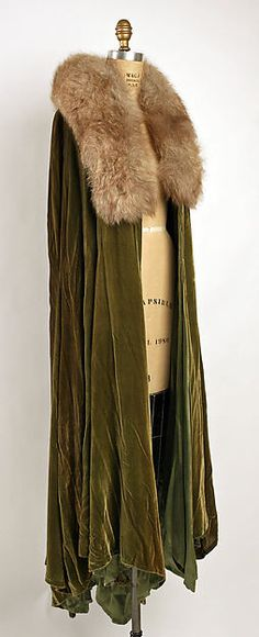 Evening cape (image 1) | Madeleine Vionnet | French | 1930 | silk | Metropolitan Museum of Art | Accession Number: 1973.294.2