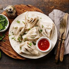 Khinkali are a giant, soupy national treasure.Everything You Didn't Know You Needed to Know About Georgian Soup Dumplings Georgian Restaurant, Georgian Cuisine, Georgian Food, Meat Recipes, Wine Recipes, Mexican Food Recipes, Ethnic Recipes, Eastern European Recipes, Middle Eastern Recipes