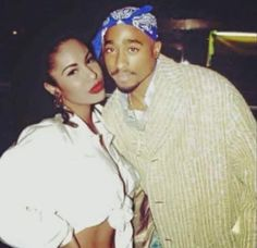 Selena & 2 Pac: both lived different lifestyles but both were shot to death. Selena was killed about a year before him. God Bless the Dead. 2pac, Tupac Shakur, Selena Quintanilla Perez, Grace Kelly, Cristina Saralegui, Kendall Jenner, American Girl, Mexican American, Tupac Quotes