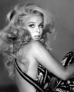"""Ann Margret born 1941 in Sweden, this Golden Globe winning actress starred in such movies as Bye Bye Birdie, Stagecoach, and Viva Las Vegas. Hollywood gave her the infamous nickname """"Sex Kitten"""". Divas, Natalie Wood, Vintage Hollywood, Classic Hollywood, Old Hollywood Glamour, Beautiful Celebrities, Beautiful People, Ann Margret Photos, Viejo Hollywood"""