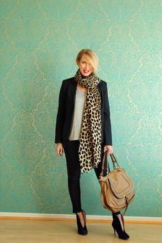 Die Modeflüsterin, Basicteile, Basics, Jeans, blauer Blazer, Grundgarderobe,