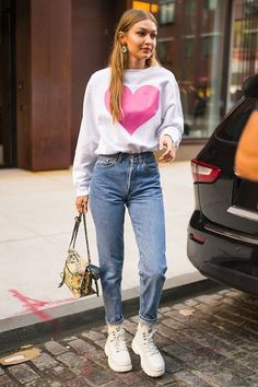 10 Best College Outfits for 2018 - What to Wear on a College Campus