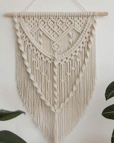 Macrame Plant Hanger Patterns, Macrame Wall Hanging Patterns, Large Macrame Wall Hanging, Macrame Patterns, Macrame Design, Macrame Art, Macrame Projects, Motif Mandala Crochet, Yarn Wall Art