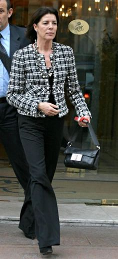 ♔ Carolina do Monaco ♔ Princess Alexandra, Princess Stephanie, Princess Charlene, Grace Kelly, Fashion Over 50, Love Fashion, Moda Minimal, Monaco Royal Family, Paris Shopping
