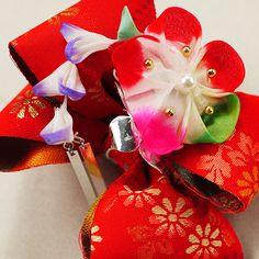 Vintage hair ornament for child /【子供用】髪飾り/リサイクル着物/赤地花柄リボンにつまみ細工女児用/七五三 http://www.rakuten.co.jp/aiyama/