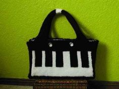 Free Knitting Pattern - Bags, Purses & Totes: Keyboard Purse (could make up a crochet pattern easily). Small Knitting Projects, Crochet Projects, Craft Projects, Craft Ideas, Knitting Patterns Free, Free Knitting, Knitting Needles, Knit Patterns, Clothing Patterns