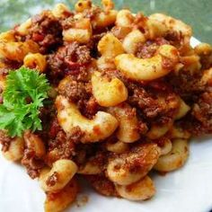 Classic Goulash - Easy recipe for making a classic goulash. Can also be done in a slow cooker Goulash Recipes, Slow Cooker Recipes, Crockpot Recipes, Cooking Recipes, Beef Goulash, Skillet Recipes, Skillet Meals, Rice Recipes, Pasta Recipes