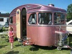 vintage camper remodel ideas Retro Caravan, Tiny Trailers, Camper Caravan, Vintage Campers Trailers, Retro Campers, Vintage Caravans, Camper Trailers, Camper Van, Glamping