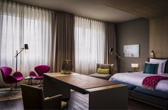Suite: These generously-sized Suites, with sizes of 65m², are an ideal place to relax, regenerate and awake new energies. Panoramic or cinemascope windows offer views of the peaceful Tiergarten or animals in the Berlin Zoo.