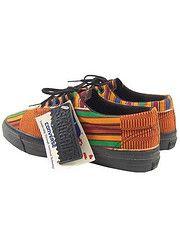 Converse -  - Céwax a été dénicher pour vous une multitude de sneackers en tissu imprimés : wax, kente, batik. http://cewax.wordpress.com/2014/10/03/des-baskets-et-des-tissus-africains/