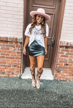Country Style Outfits, Southern Outfits, Country Concert Outfits, Summer Country Outfits, Western Outfits Women, Summer Outfits Women, Concert Outfit Fall, Looks Country, Country Chic