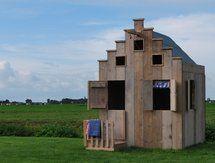 Amsterdams speelhuisje  (Zou die ook op palen kunnen? En tegen een bosrand in de Jura? :-D)